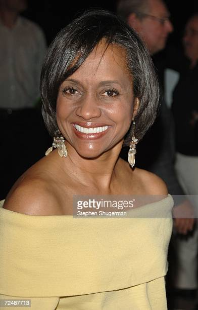 Judge Glenda Hatchett arrives at the 16th annual Environmental Media Awards held at Ebell Club of Los Angeles on November 18 2006 in Los Angeles...