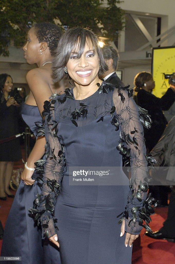 2006 Trumpet Awards - Arrivals : News Photo