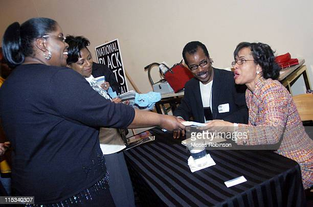 Judge Glenda Hatchett signing her new book for a fan at the Georgia Pacific Auditorium