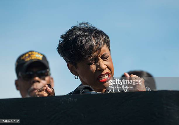 Judge Glenda Hatchett speaks at a press conference on July 12 2016 in St Paul Minnesota Hatchett former Chief Judge of the Juvenile Court of Fulton...