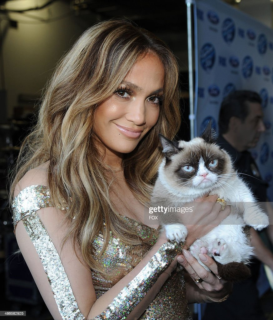 Judge Jennifer Lopez and Grumpy Cat backstage at FOX's 'American Idol XIII' Top 6 to 5 Live Elimination Show on April 24, 2014 in Hollywood, California.