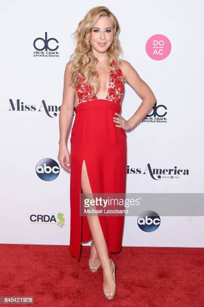 Judge Olympic Figure Skater Tara Lipinski attends the 2018 Miss America Competition Red Carpet at Boardwalk Hall Arena on September 10 2017 in...