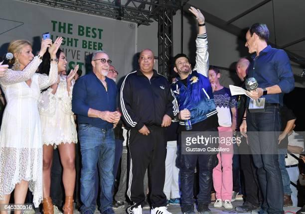 Judges Jill Martin Ayesha Curry Emilio Estefan Rev Run Adam Richman David Bromstad and Randy Fisher on stage at Heineken Light Burger Bash Presented...