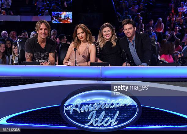 Judges Keith Urban Jennifer Lopez guest judge and Season 1 winner Kelly Clarkson and judge Harry Connick Jr onstage at FOX's American Idol Season 15...