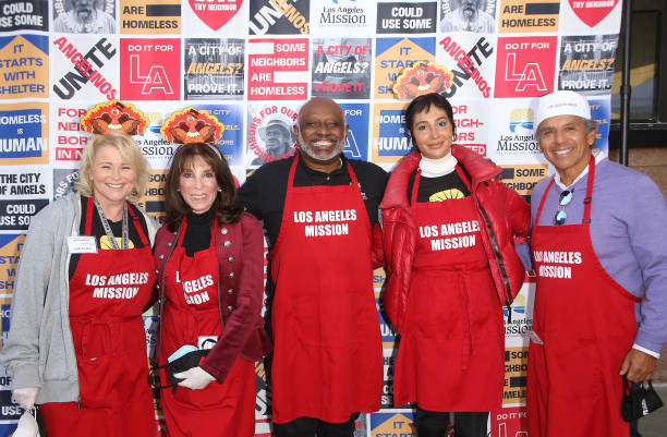 CA: Los Angeles Mission Thanksgiving For The Homeless