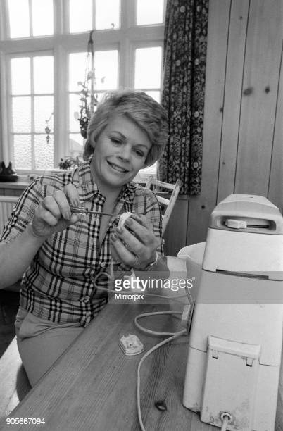 Judith Chalmers doing some DIY. May 1979.