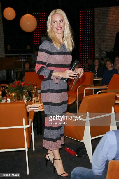 Judith Rakers attends the TV Show '3 nach 9' at Studio Radio Bremen on December 1 2017 in Bremen Germany