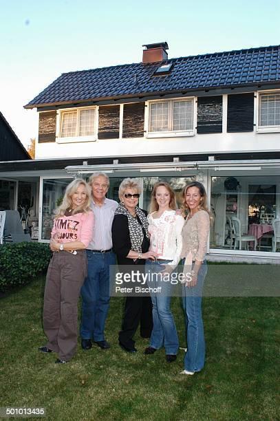 Judith und Ehemann Mel Jersey, Hannelore Kramm, Julia Jupe und Jane , , Besuch bei ME L J E R S E Y, Homestory, Oldenburg, Deutschland, , P.-Nr.:...