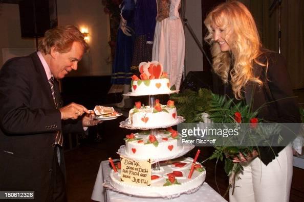Judith Und Mel Mit Kuchen Den Judith Mel Zum 19 Hochzeitstag