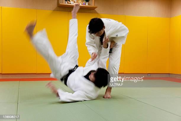 judo players fighting - 柔道 ストックフォトと画像