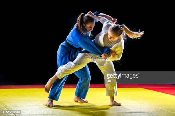 sparring de judo - judo photos et images de collection