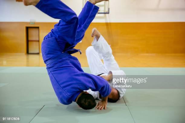 柔道の選手が柔道の試合で参加 - 柔道 ストックフォトと画像