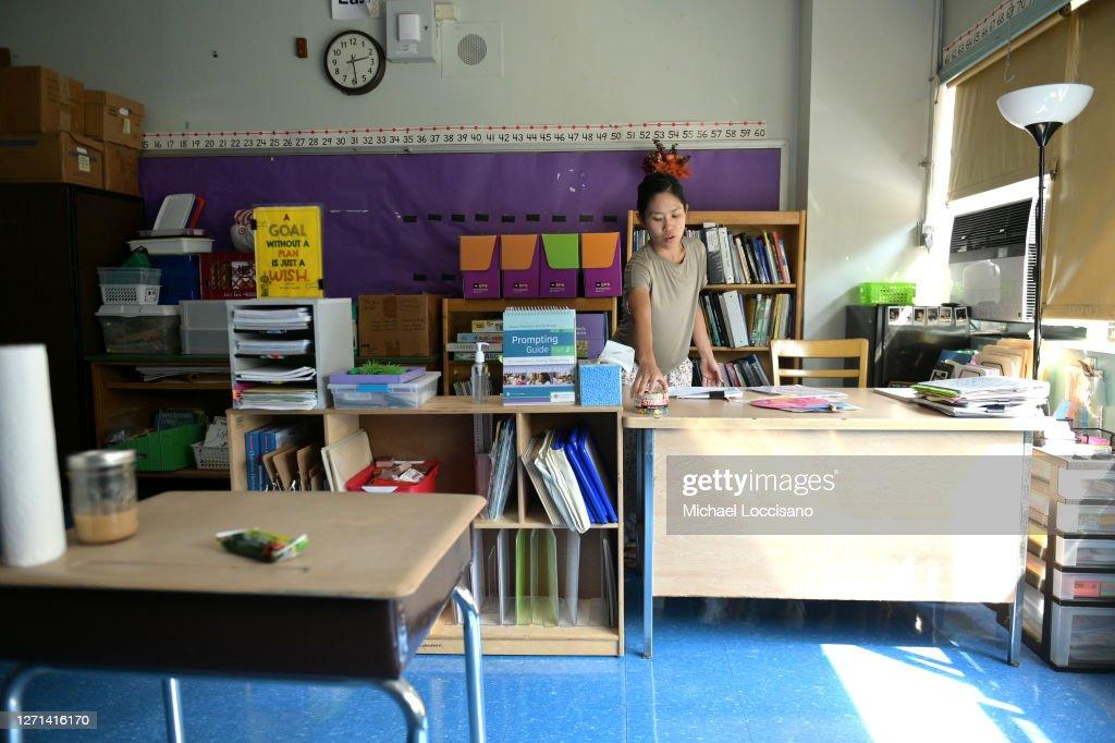 New York City Teachers Return To School To Prepare For Classes : News Photo