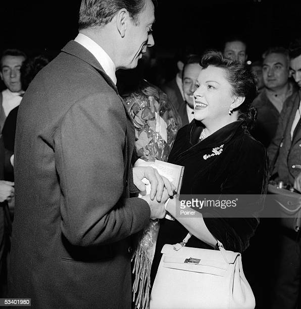 Judy Garland , American actress and Yves Montand , French actor. September, 1960. LIP-30165-014