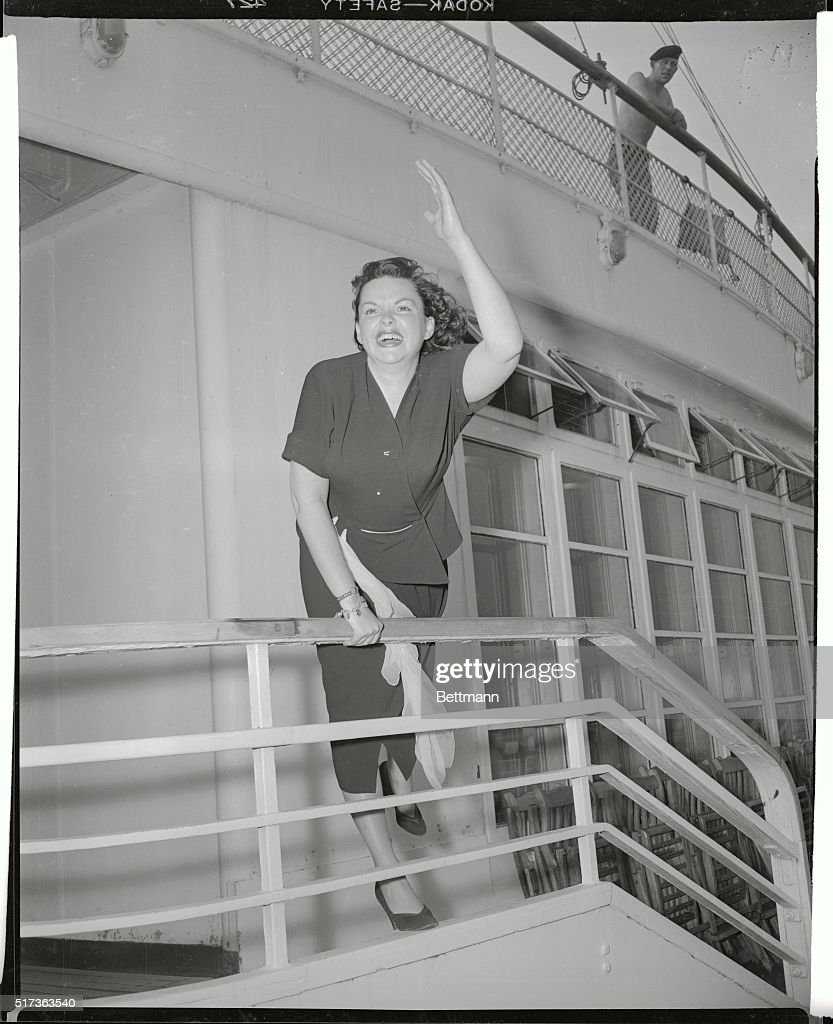 Judy Garland Waving Aboard Ship Pictures | Getty Images