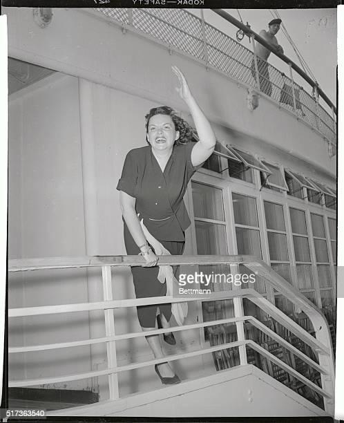 Judy Garland arrives in New York aboard the liner Queen Elizabeth
