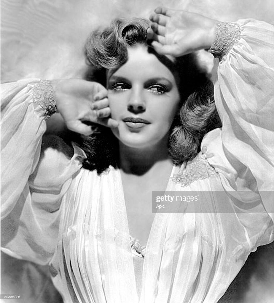 Judy Garland (1922-1969) c. 1942 : News Photo