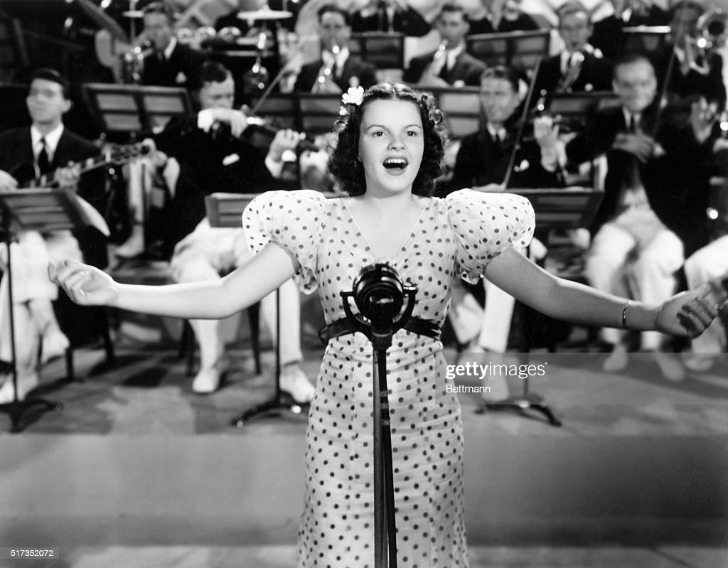 Judy Garland Singing with Orchestra : News Photo