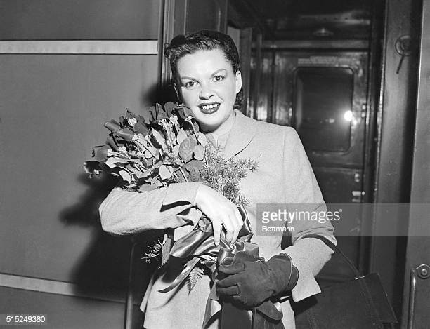 Judy Garland returns here to New York City to do a show at the famed Palace Theater