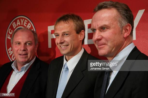 Juergen Klinsmann manager Uli Hoeness and CEO KarlHeinz Rummenigge pose during a Bayern Munich press conference at the Arabella Sheraton hotel on...