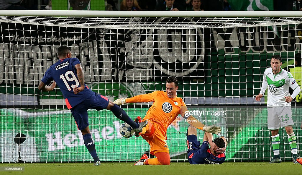 Juergen Locadia (L) of Eindhoven is fouled by goalkeeper Diego Benaglio (C) of Wolfsburg during the UEFA Champions League Group B match at Volkswagen Arena on October 21, 2015 in Wolfsburg, Germany.