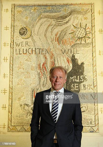 Juergen Trittin coleader of the German Green party poses as he arrives to speak to foreign journalists on August 19 2013 in Berlin Germany Trittin...