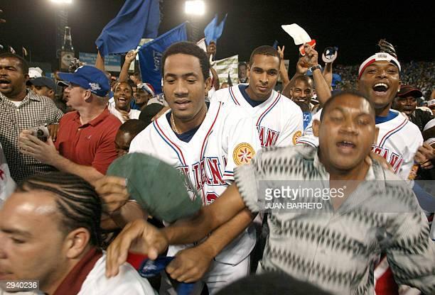 Jugadores de los tigres de Licey e hinchas celebran tras venecer a Leones de Ponce 43 en la Serie del Caribe y coronarse campeones en Santo Domingo...