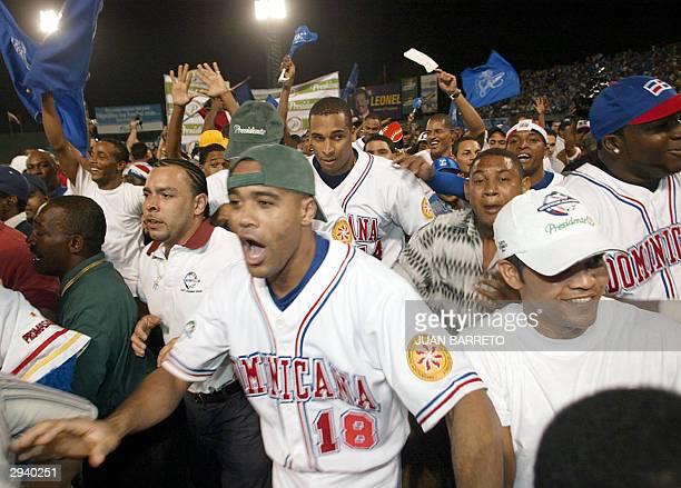 Jugadores de Tigres de Licey e hinchas celebran tras venecer a Leones de Ponce por 43 y coronarse campeones de la Serie del Caribe en Santo Domingo...