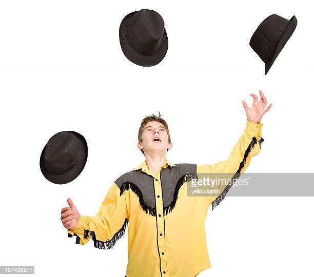 Jongler chapeaux isolé