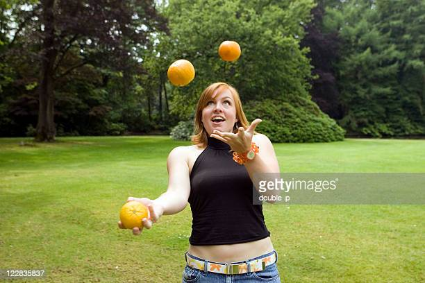 Jongler avec des oranges 2