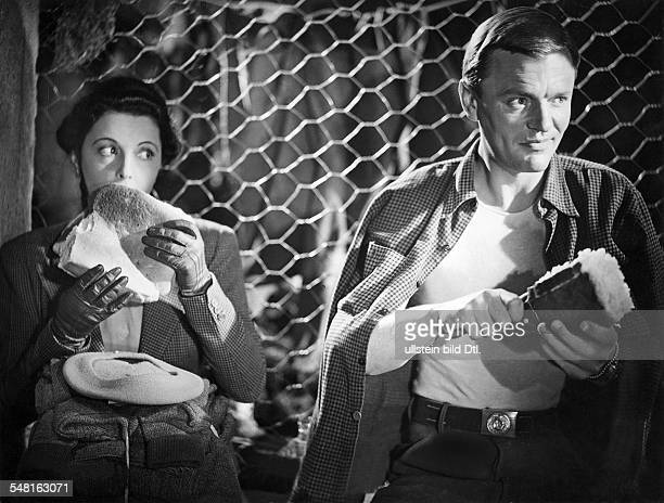 Jugo Jenny Actress Austria * Scene from the movie 'Koenigskinder' with Peter van Eyck Directed by Helmut Kaeutner Germany 1950 Produced by...