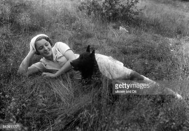Jugo Jenny Actress Austria*nee Eugenie Jenny Walter sitting with her dog on a meadow Photographer Zander Labisch ca 1930Vintage property of ullstein...