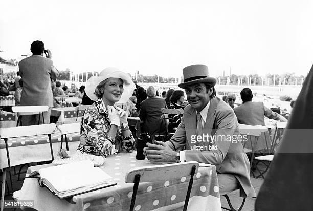 Juhnke Harald *Schauspieler Entertainer D in einer Filmszene mit Elisabeth Wiedemann 1977