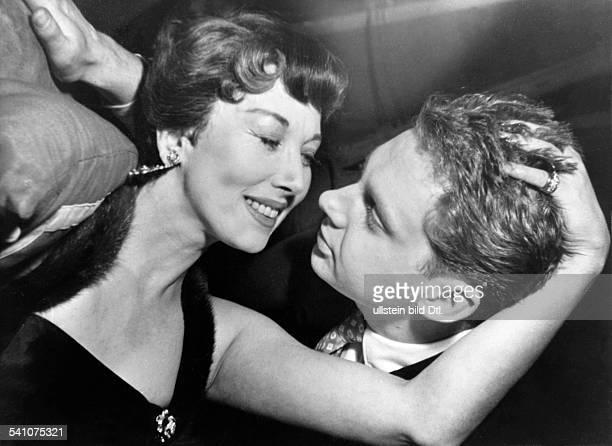Juhnke Harald *Schauspieler Entertainer D mit Alice Treff in dem Stueck 'Meine beste Freundin' von John van Druten 1955