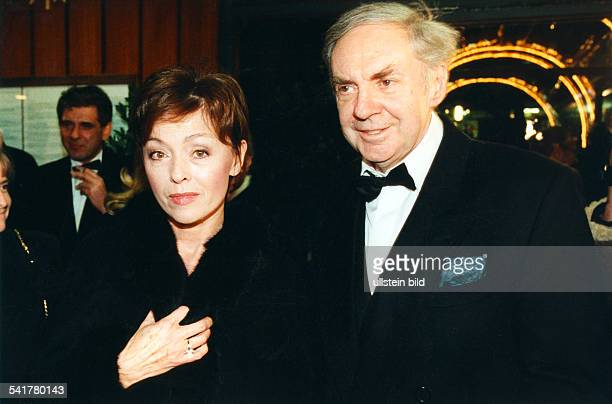 Juhnke Harald *Schauspieler Entertainer D mit Ehefrau Susanne Hsiao auf der AIDSGala in der Deutschen Oper Berlin