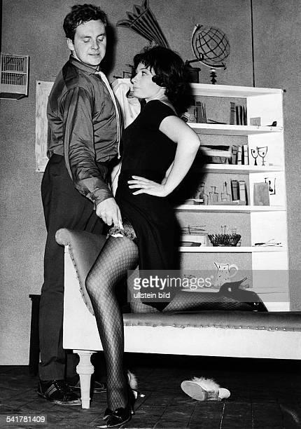 Juhnke Harald *Schauspieler Entertainer D mit Violetta Ferrari in dem Stueck 'Irma la Douce' 1962