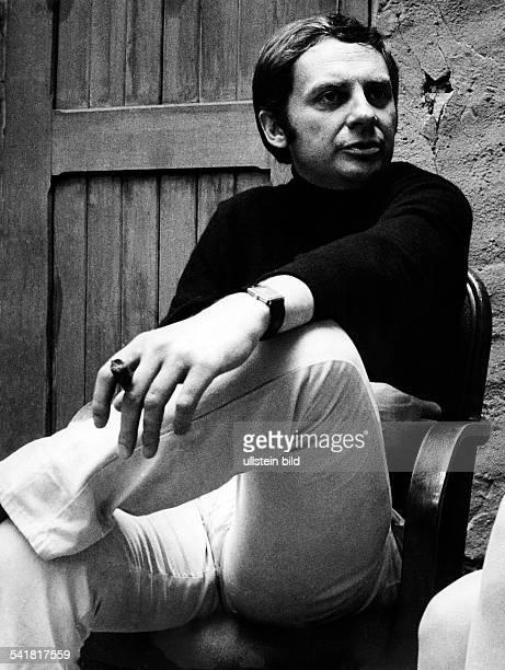 Juhnke Harald *Schauspieler Entertainer D sitzt auf einem Stuhl 1971