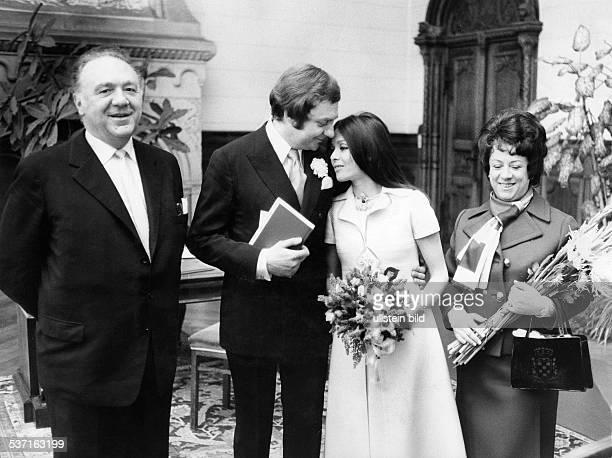 Juhnke Harald Schauspieler Entertainer D Hochzeit mit Susanne Hsiao Trauzeugen Inge Wolffberg und Paul Esser 1971