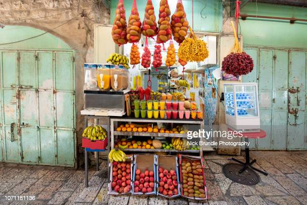 juice vendor, jerusalem, israel - market stall stock pictures, royalty-free photos & images
