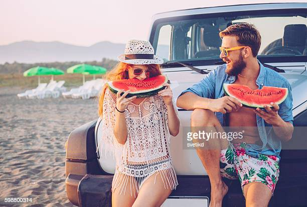 juicy and sweet summer - man eating woman out - fotografias e filmes do acervo
