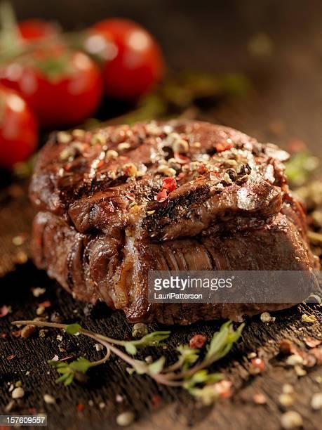Saftiges Filet-Steak mit frischen Kräutern