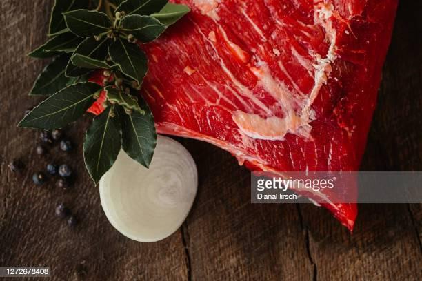 saftig roh schwarz angus american tri tip steak - knackiger po stock-fotos und bilder