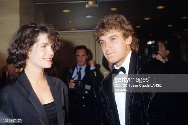 PARIS 5 juin 1989 Les Internationaux de France de tennis de RolandGarros Mats WILANDER en smoking noeud papillon à la soirée des joueurs avec son son...