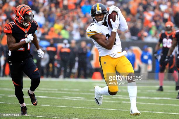JuJu SmithSchuster of the Pittsburgh Steelers catches a pass while being defended by Darqueze Dennard of the Cincinnati Bengals during the first...