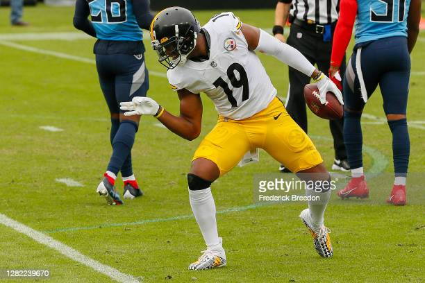 JuJu Smith-Schuster of the Pittsburgh Steelers celebrates after making a reception against the Tennessee Titans at Nissan Stadium on October 25, 2020...