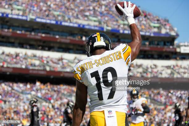 JuJu SmithSchuster of the Pittsburgh Steelers celebrates scoring a touchdown in the second quarter against the Baltimore Ravens at MT Bank Stadium on...