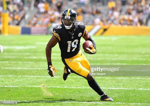 JuJu SmithSchuster of the Pittsburgh Steelers in action during the game against the Kansas City Chiefs at Heinz Field on September 16 2018 in...