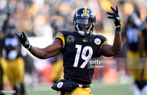 JuJu SmithSchuster of the Pittsburgh Steelers reacts after 20 yard touchdown reception in the second quarter during the game against the Cleveland...