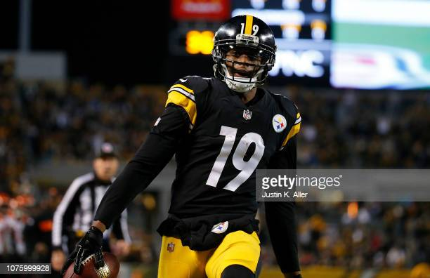 JuJu SmithSchuster of the Pittsburgh Steelers reacts after a 11 yard touchdown reception in the third quarter during the game against the Cincinnati...