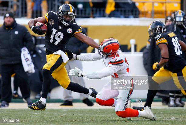 JuJu SmithSchuster of the Pittsburgh Steelers runs upfield for a 96 yard kickoff return touchdown in the third quarter during the game against the...